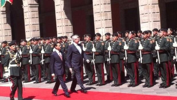 Los políticos se reúnen con una decena de funcionarios de cada país.